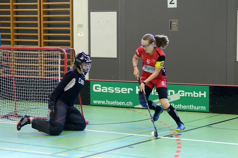 Mit einer Niederlage gegen Floorball Obwalden und einem verdienten Sieg gegen Floorball Uri 2 sind die B Juniorinnen in die neue Saison gestartet